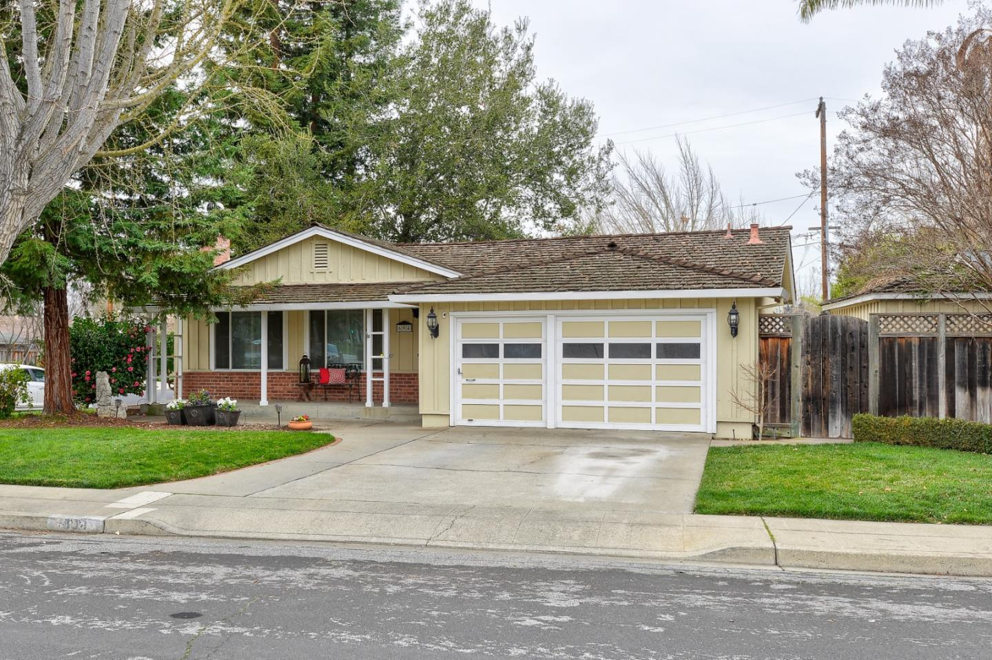 Detail Gallery Image 1 of 1 For 694 Drucilla Dr, Mountain View,  CA 94040 - 4 Beds   2/1 Baths