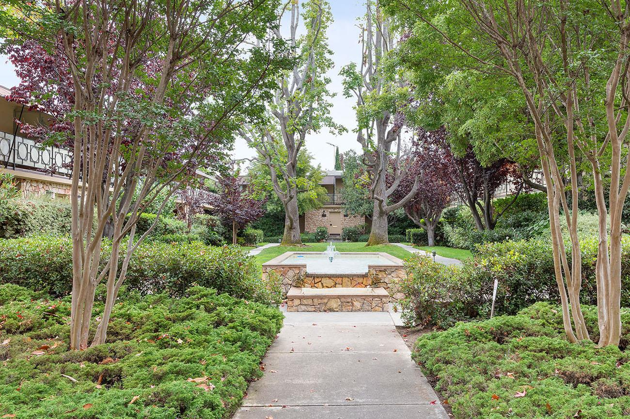 Detail Gallery Image 1 of 17 For 756 University Ave #756,  Palo Alto,  CA 94301 - 2 Beds | 2 Baths