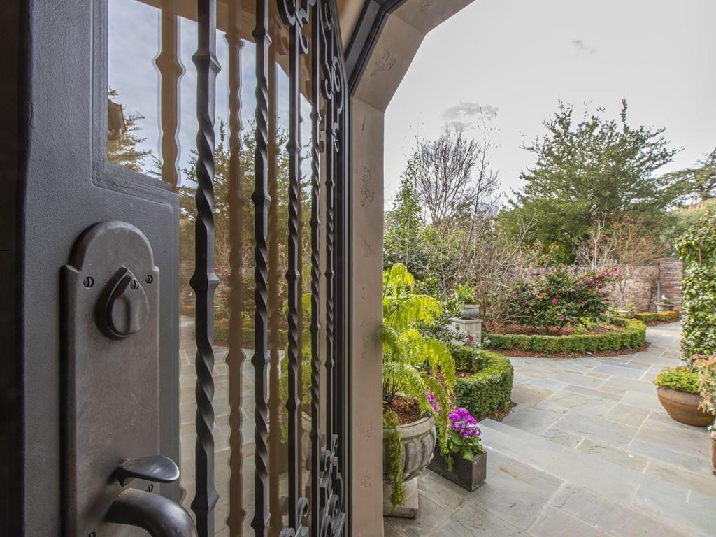 Detail Gallery Image 1 of 80 For 70 Waverley Oaks, Palo Alto,  CA 94301 - 3 Beds | 2/1 Baths