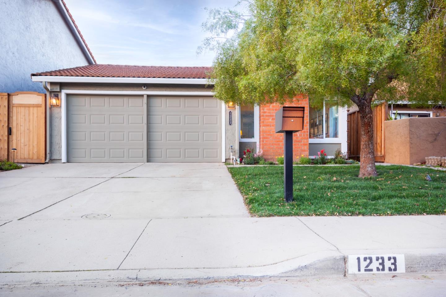 Detail Gallery Image 1 of 1 For 1233 Willowhaven Dr, San Jose,  CA 95126 - 2 Beds | 2 Baths