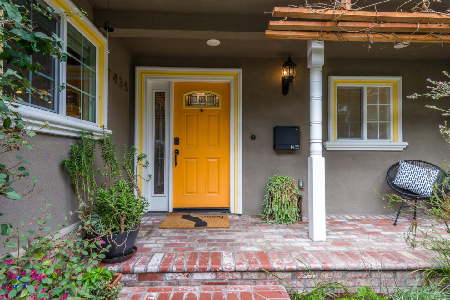 Detail Gallery Image 1 of 1 For 1435 Woodland Ave, Menlo Park,  CA 94025 - 3 Beds | 2 Baths
