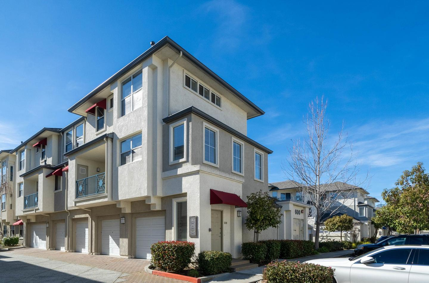 Detail Gallery Image 1 of 1 For 600 Baltic Cir #608,  Redwood City,  CA 94065 - 2 Beds | 2/1 Baths