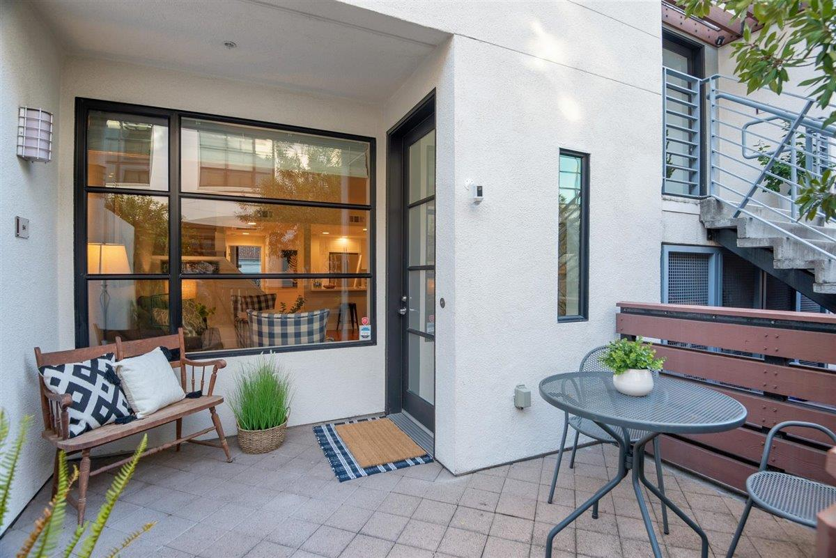 Detail Gallery Image 1 of 1 For 94 S 1st St, Campbell,  CA 95008 - 2 Beds | 2/1 Baths