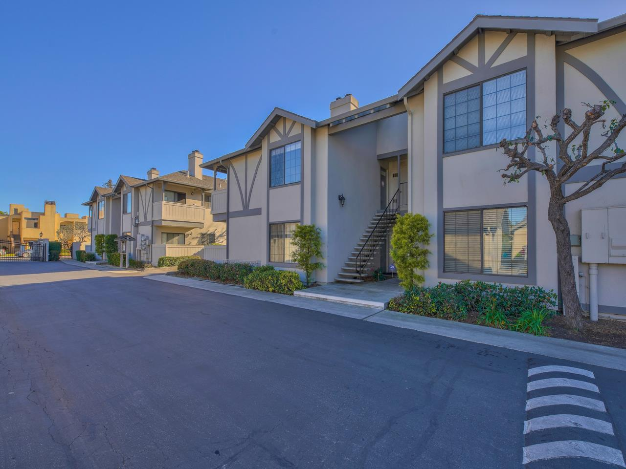 Detail Gallery Image 1 of 1 For 1054 Padre Dr #3,  Salinas,  CA 93901 - 2 Beds | 1 Baths