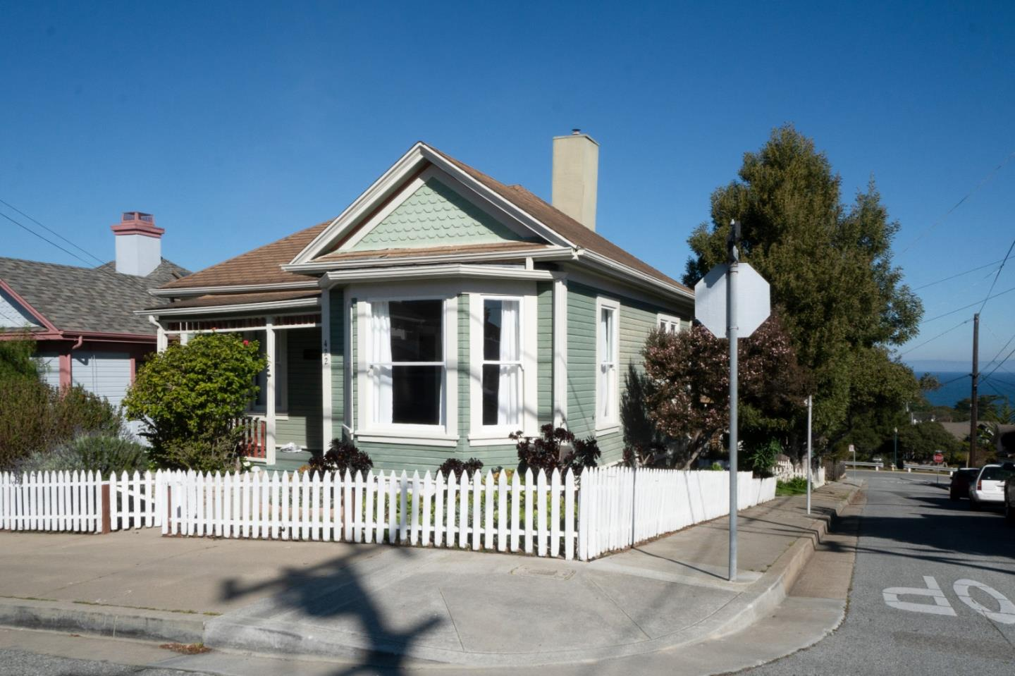 Detail Gallery Image 1 of 1 For 422 Laurel Ave, Pacific Grove,  CA 93950 - 3 Beds | 2 Baths