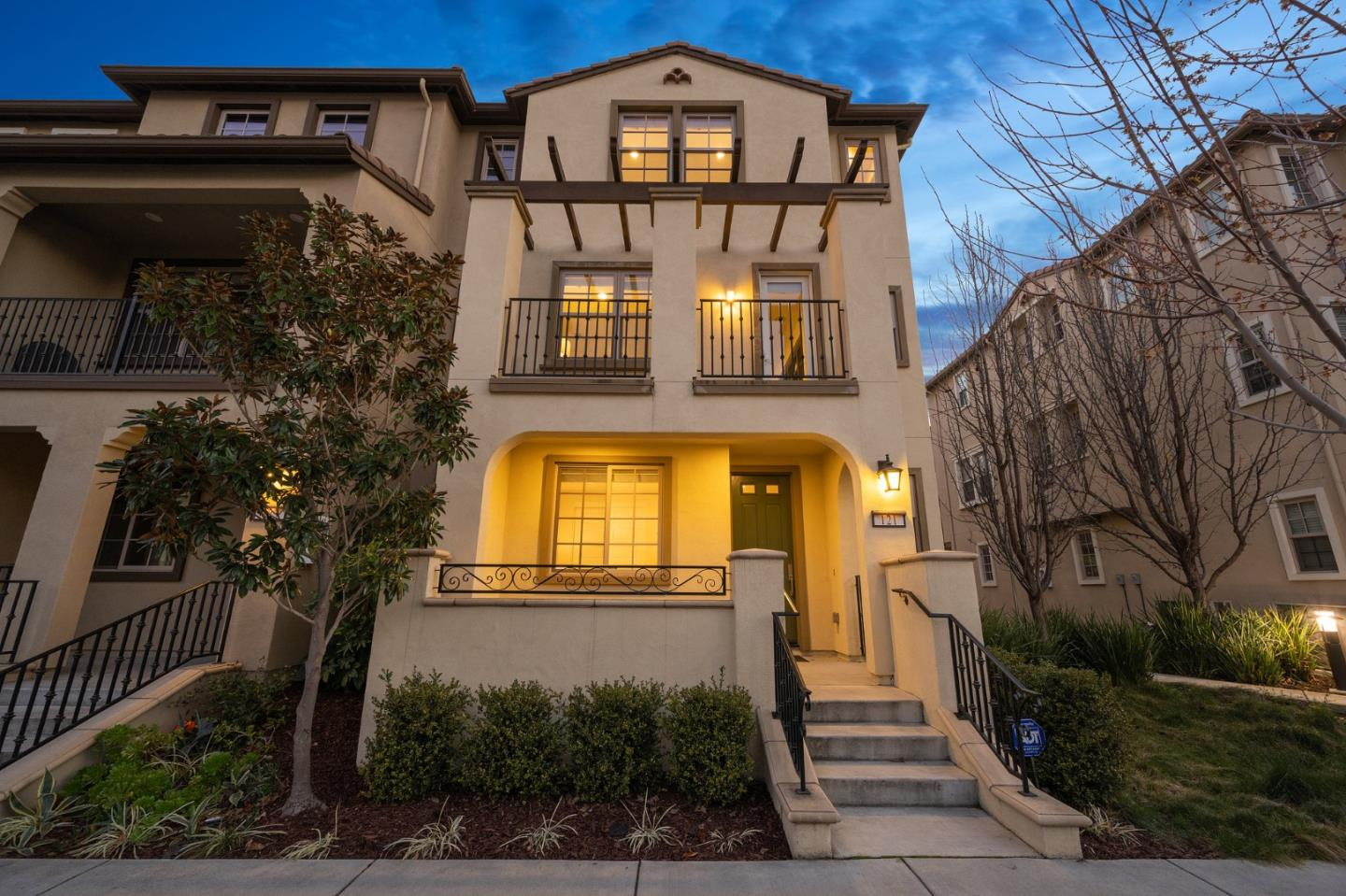 Detail Gallery Image 1 of 1 For 121 Avellino Way, Mountain View,  CA 94043 - 4 Beds | 3/1 Baths