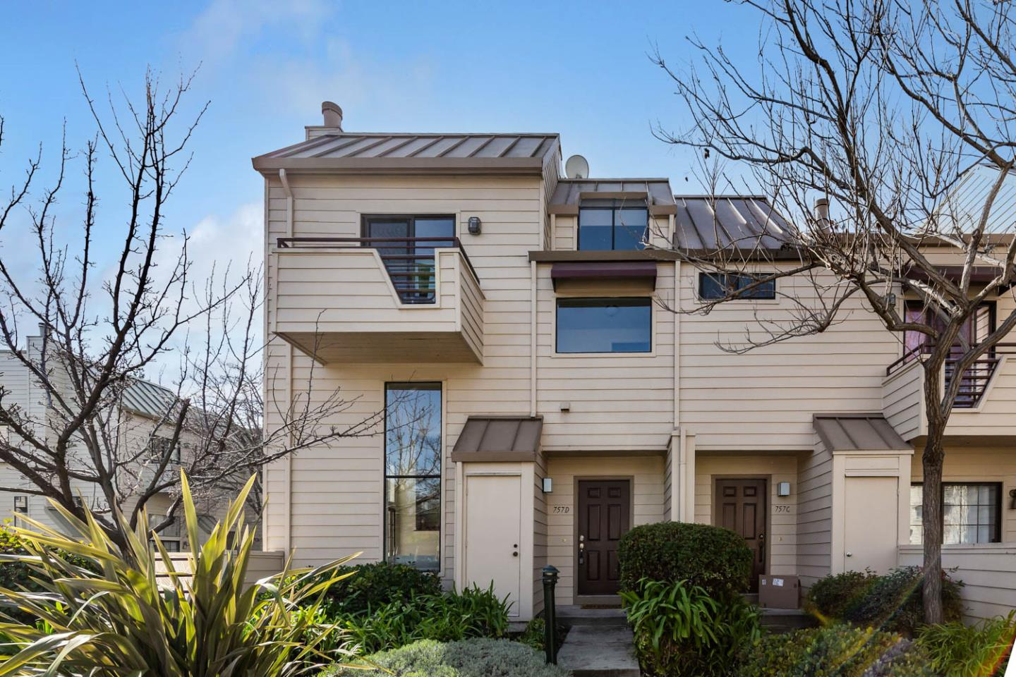 Detail Gallery Image 1 of 1 For 757 Loma Verde Ave #D,  Palo Alto,  CA 94303 - 3 Beds | 2/1 Baths