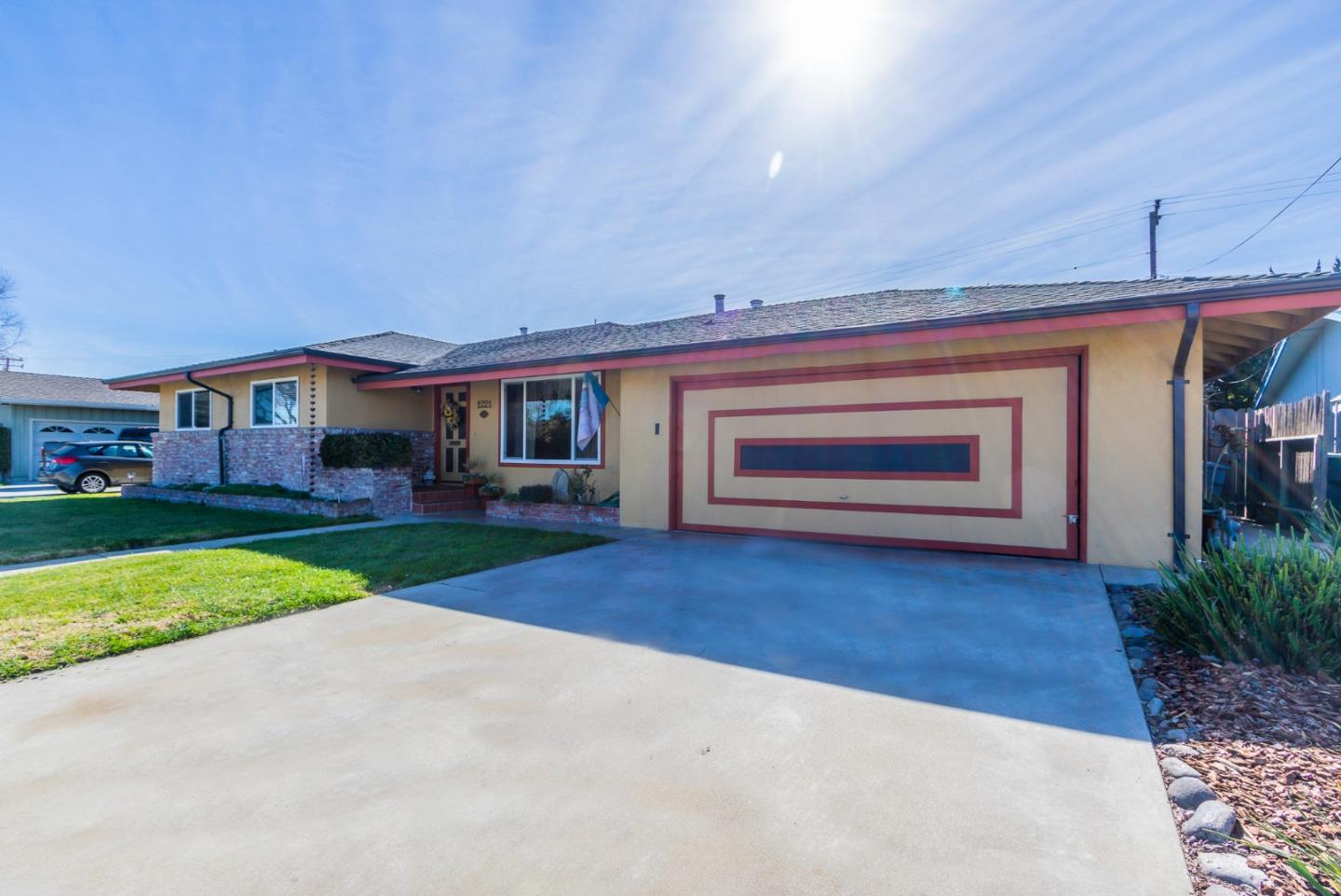 Detail Gallery Image 1 of 1 For 1221 Pajaro St, Salinas,  CA 93901 - 3 Beds | 2 Baths
