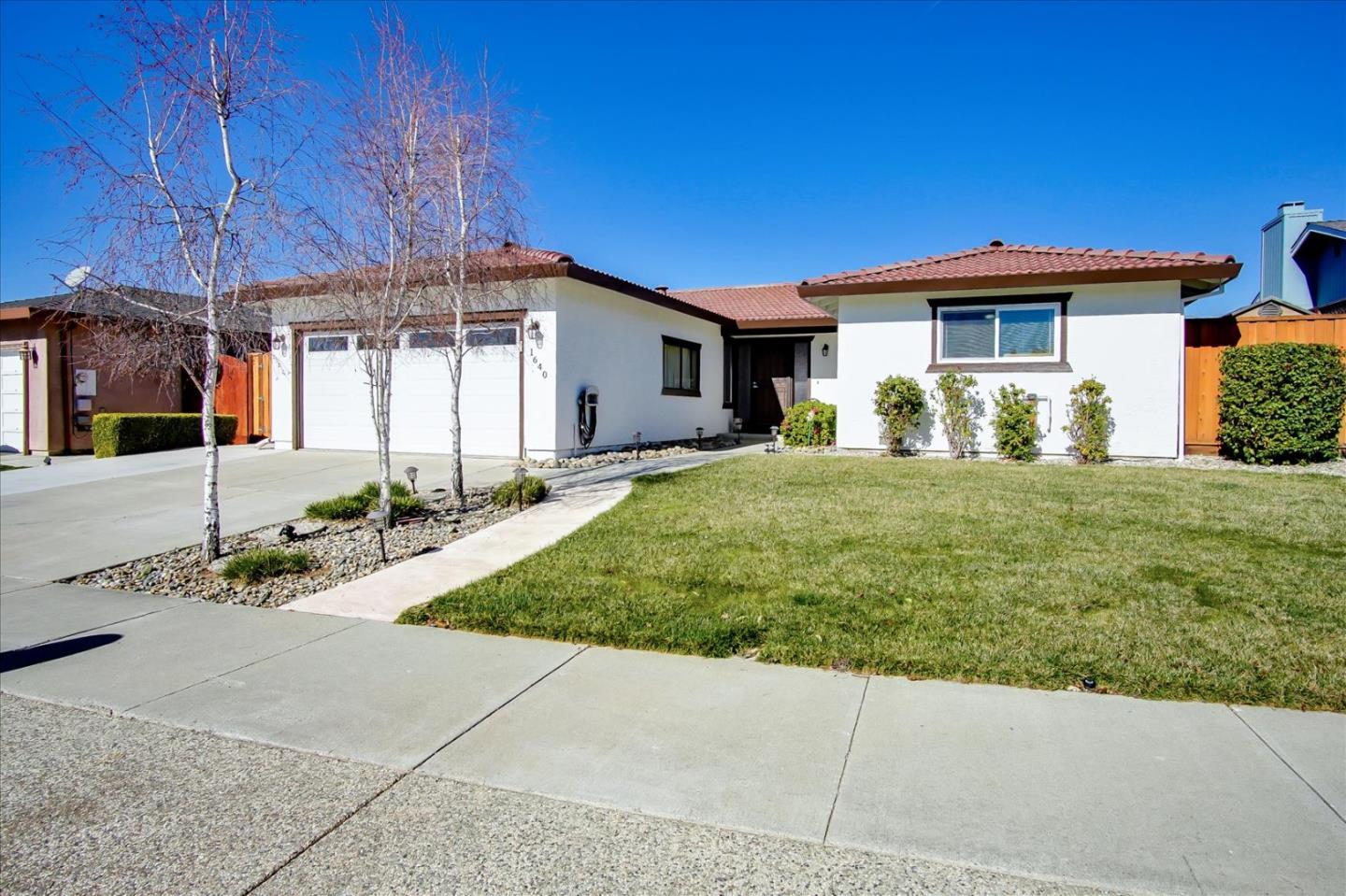 Detail Gallery Image 1 of 1 For 1640 Sunset Dr, Hollister,  CA 95023 - 3 Beds   2 Baths