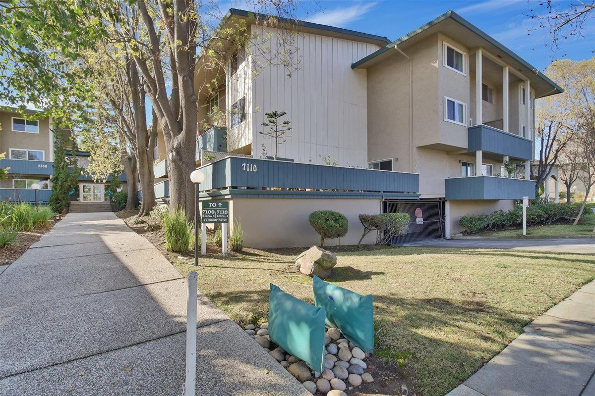 Detail Gallery Image 1 of 36 For 7100 Rainbow Dr #34,  San Jose,  CA 95129 - 2 Beds | 1/1 Baths
