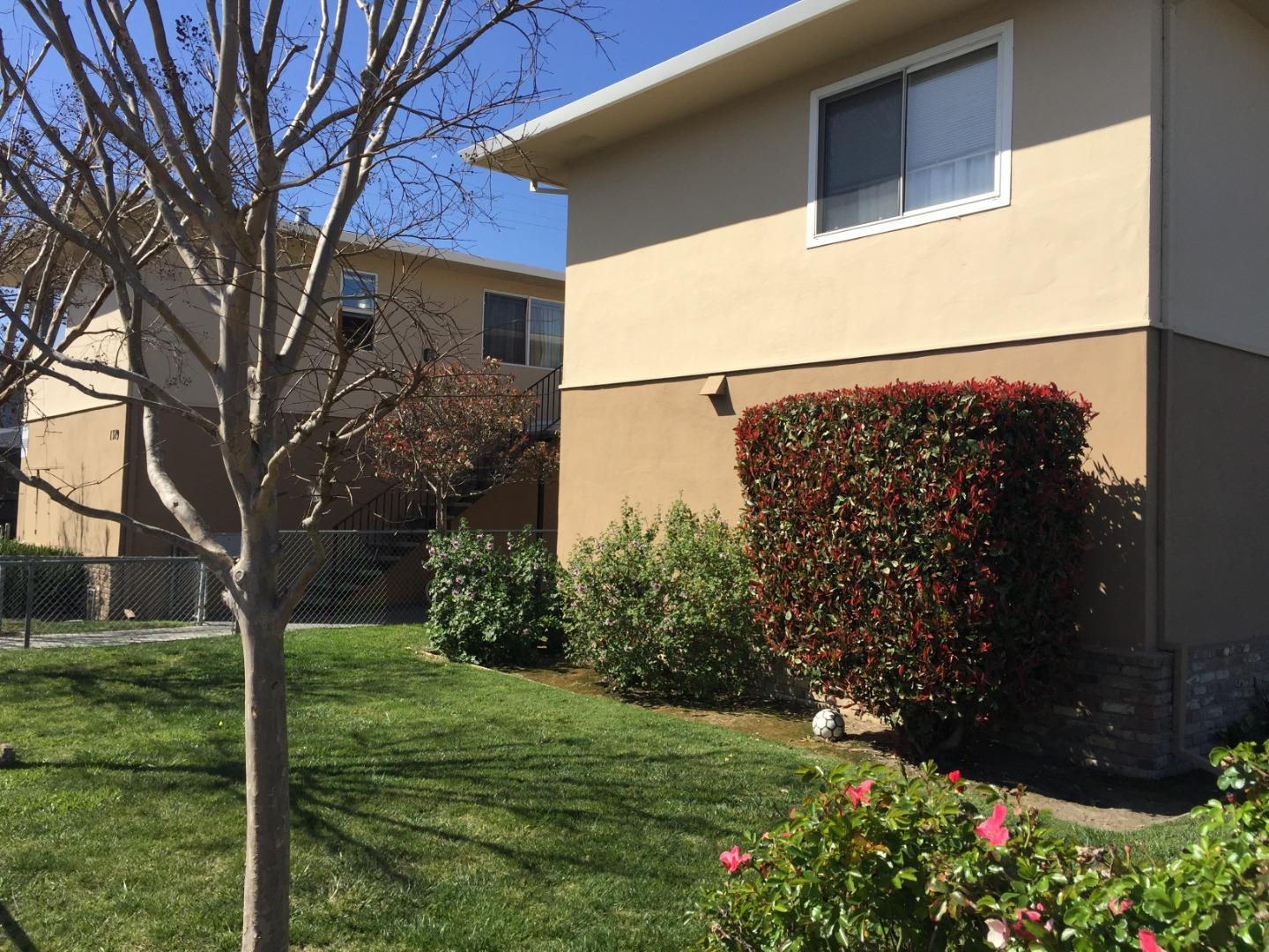 Detail Gallery Image 1 of 18 For 1319 Rogell #5,  San Mateo,  CA 94401 - 2 Beds | 1 Baths