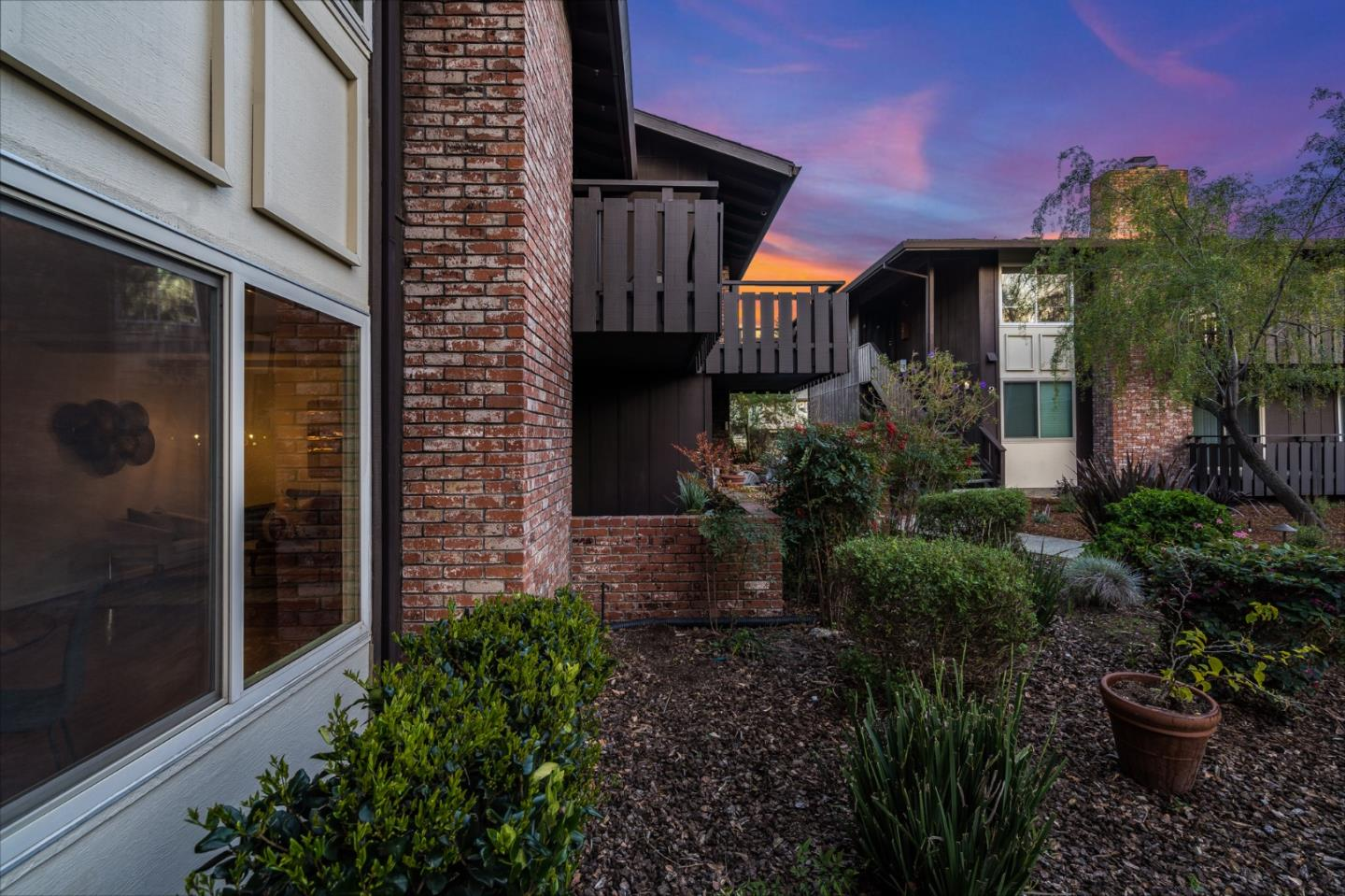 Detail Gallery Image 1 of 1 For 100 E Middlefield Rd 1d,  Mountain View,  CA 94043 - 2 Beds   2 Baths