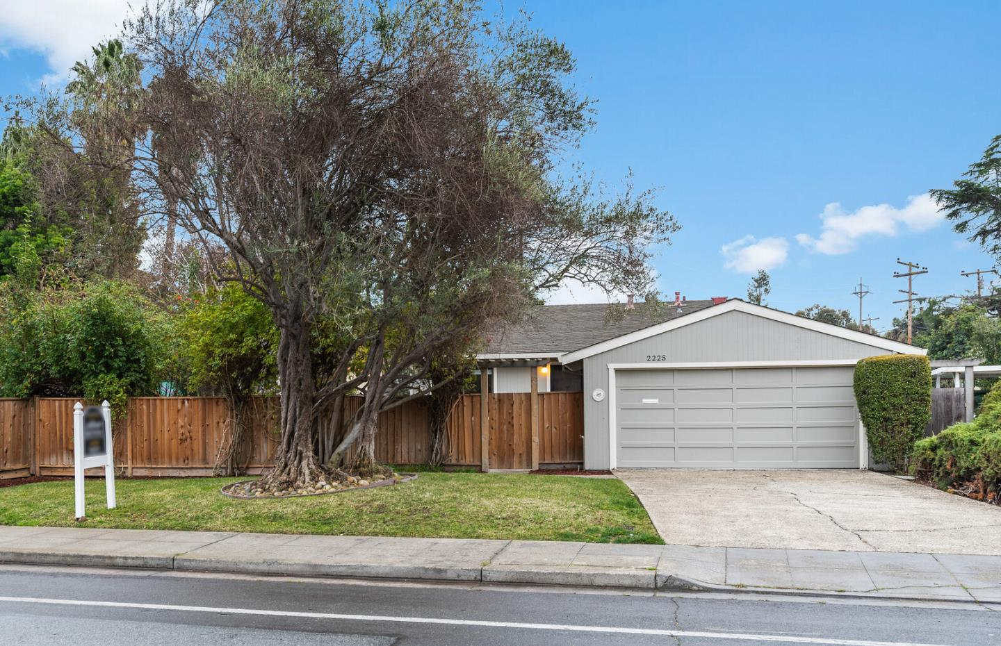Detail Gallery Image 1 of 29 For 2225 W Middlefield Rd, Mountain View,  CA 94043 - 3 Beds | 2 Baths