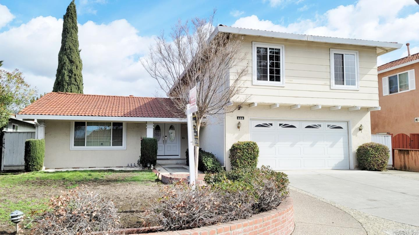 Detail Gallery Image 1 of 1 For 688 Rough And Ready Rd, San Jose,  CA 95133 - 4 Beds | 2/1 Baths