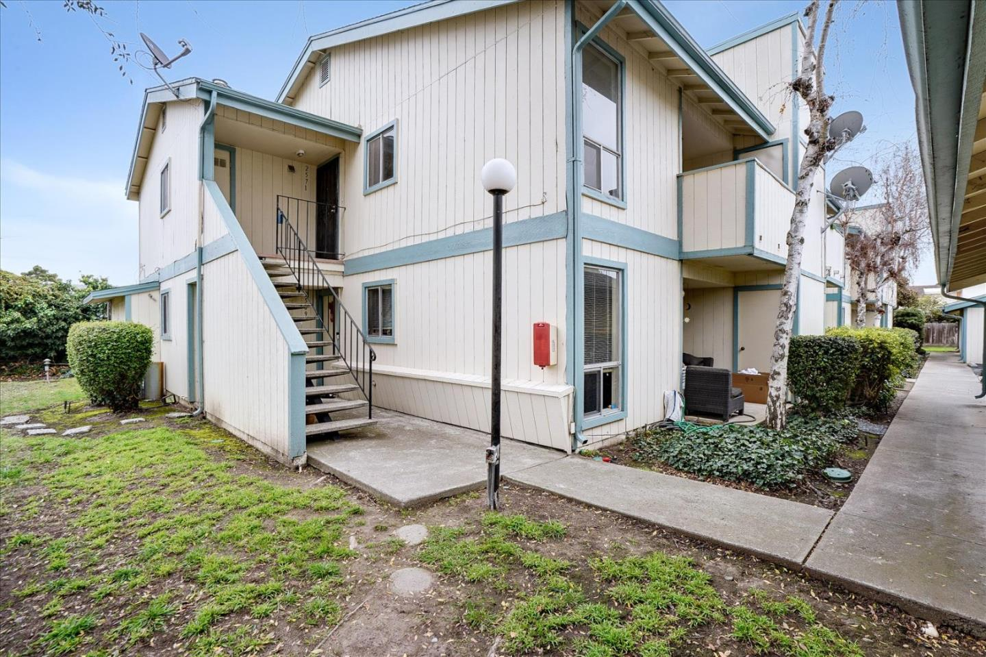 Detail Gallery Image 1 of 1 For 2571 San Leandro Blvd, San Leandro,  CA 94578 - 2 Beds | 2 Baths
