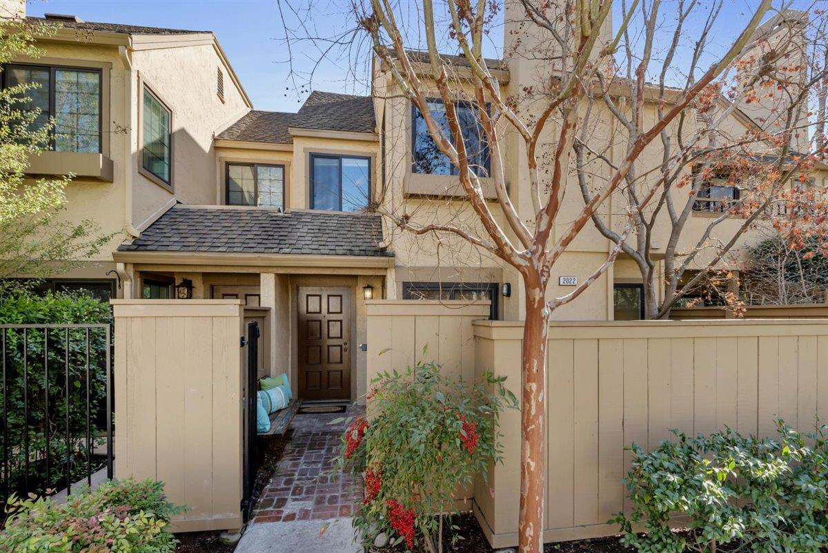 Detail Gallery Image 1 of 1 For 2022 Foxhall Loop, San Jose,  CA 95125 - 2 Beds   1/1 Baths