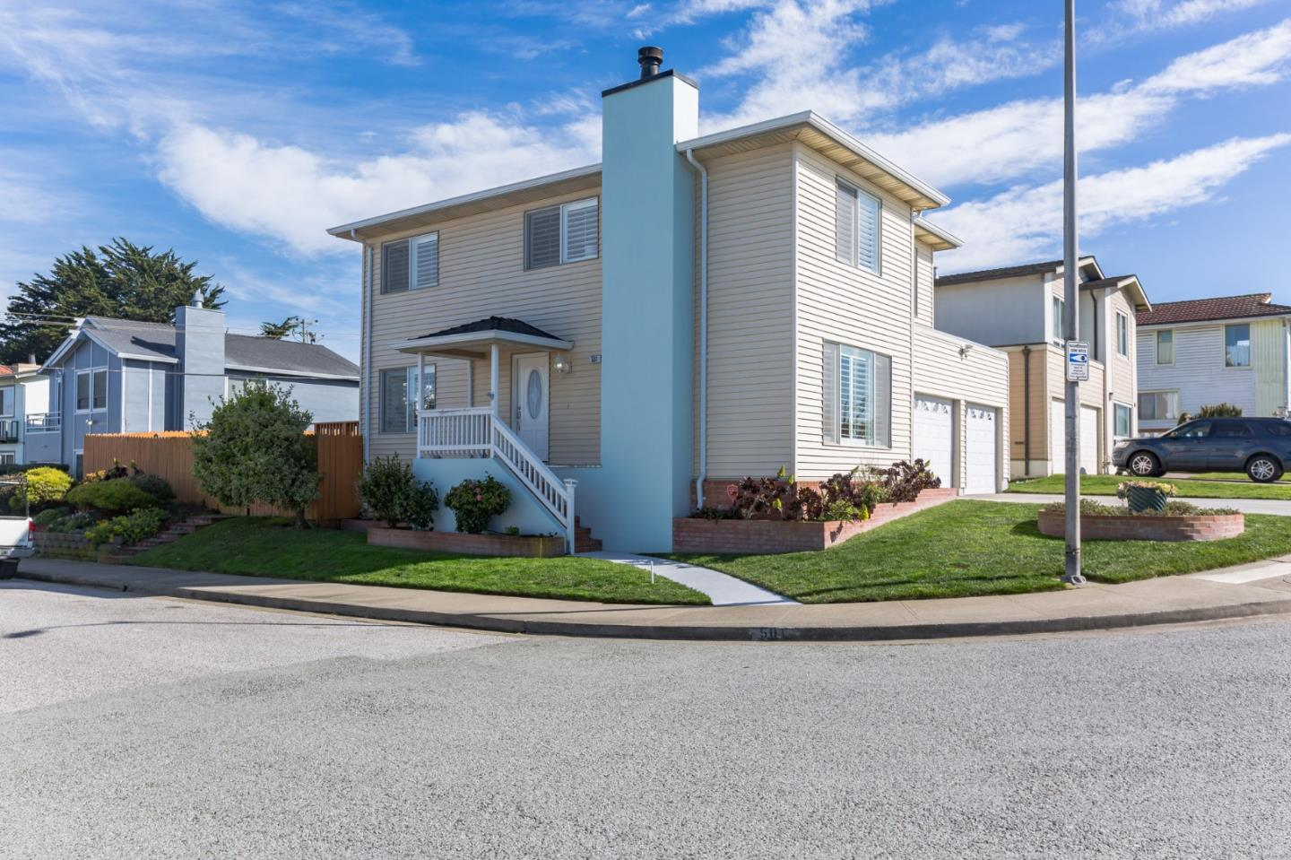 Detail Gallery Image 1 of 1 For 501 Lynbrook Dr, Pacifica,  CA 94044 - 4 Beds   2/1 Baths