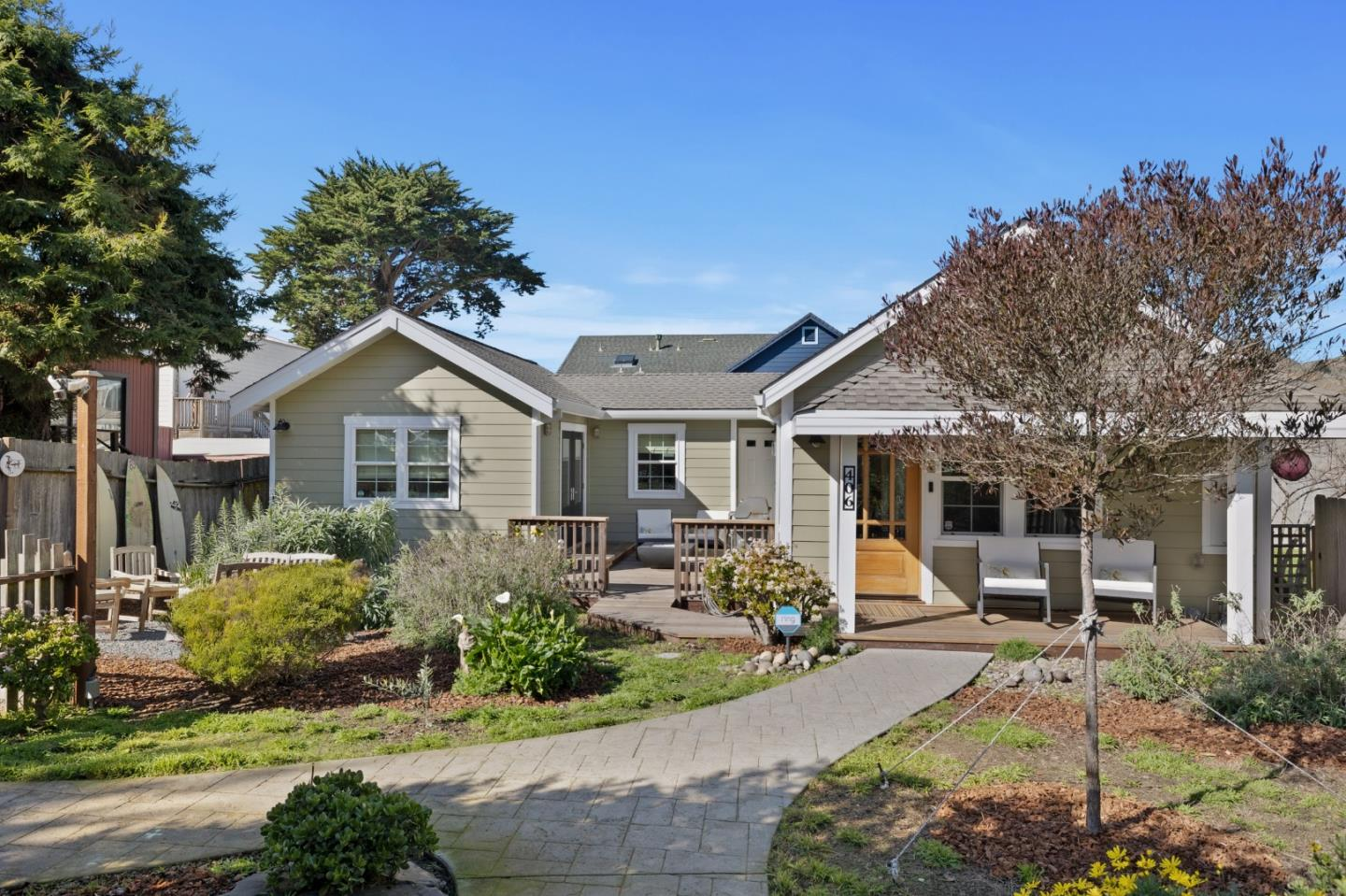 Detail Gallery Image 1 of 1 For 406 Donaldson Ave, Pacifica,  CA 94044 - 3 Beds | 2 Baths