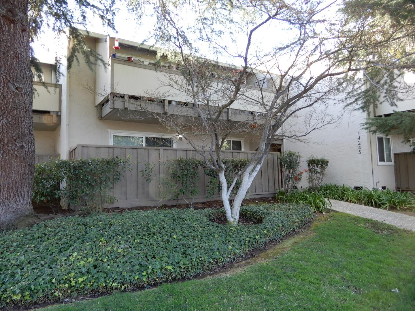 Detail Gallery Image 1 of 21 For 14245 Lora Dr #3,  Los Gatos,  CA 95032 - 2 Beds   1 Baths