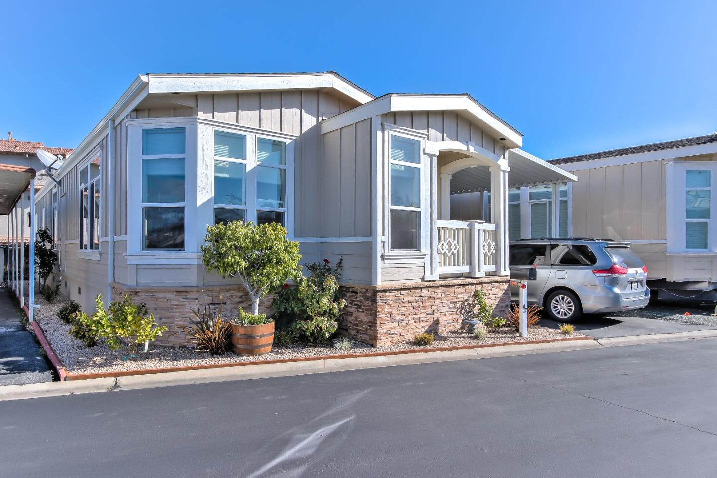 Detail Gallery Image 1 of 17 For 325 Sylvan Ave #42,  Mountain View,  CA 94041 - 3 Beds | 2 Baths