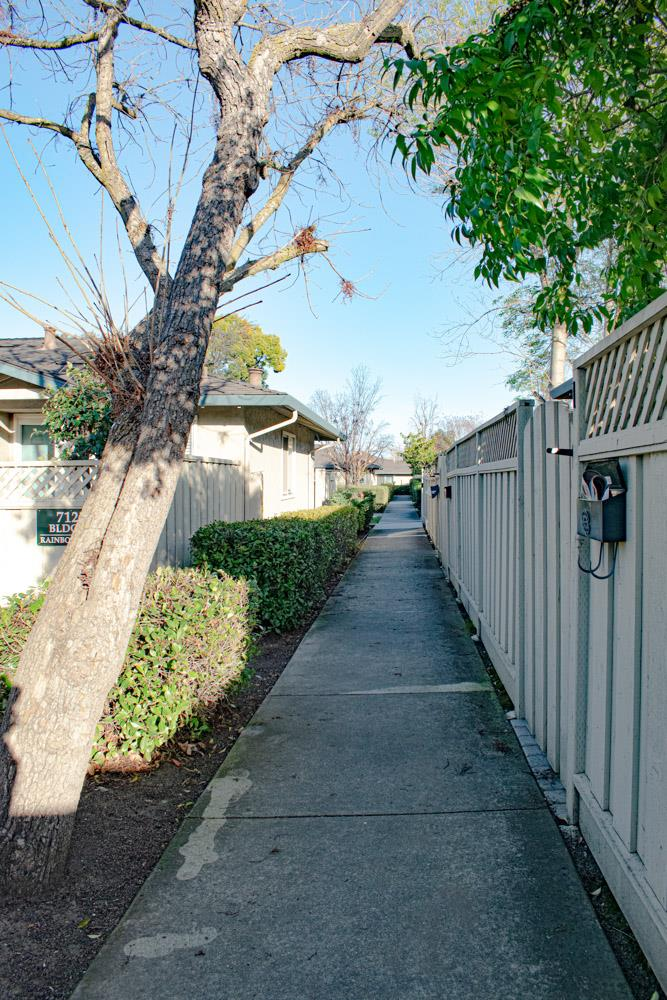 Detail Gallery Image 1 of 20 For 7101 Rainbow Dr #7,  San Jose,  CA 95129 - 1 Beds | 1 Baths