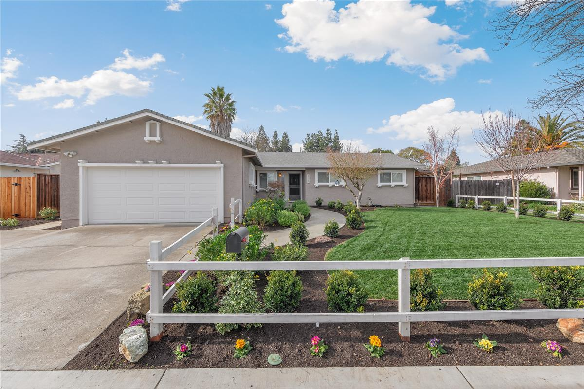 Detail Gallery Image 1 of 1 For 8193 Daisy Ln, Gilroy,  CA 95020 - 3 Beds | 2 Baths