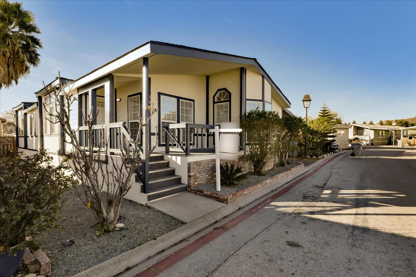 Detail Gallery Image 1 of 50 For 6130 Monterey Hwy #109,  San Jose,  CA 95138 - 3 Beds | 2 Baths