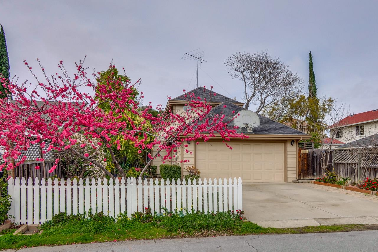 Detail Gallery Image 1 of 49 For 10217 Orange Ave, Cupertino,  CA 95014 - 3 Beds | 2/1 Baths