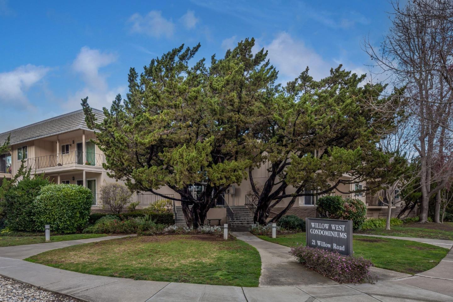 Detail Gallery Image 1 of 1 For 21 Willow Rd #30,  Menlo Park,  CA 94025 - 2 Beds | 2 Baths