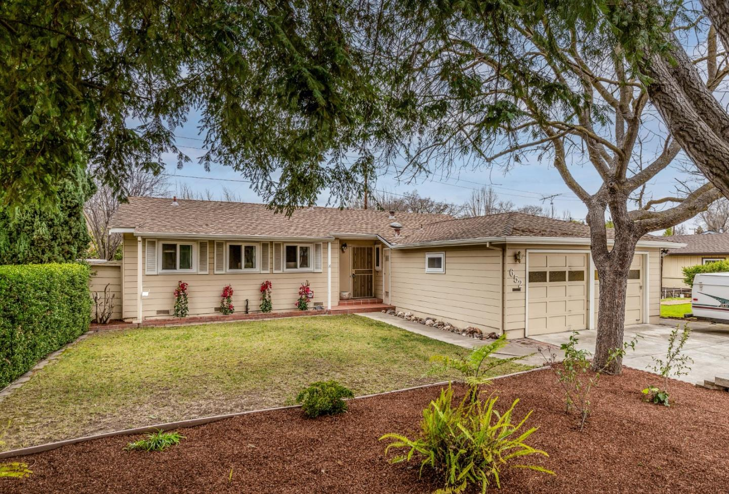 Detail Gallery Image 1 of 1 For 652 Leona Ln, Mountain View,  CA 94040 - 3 Beds | 2 Baths