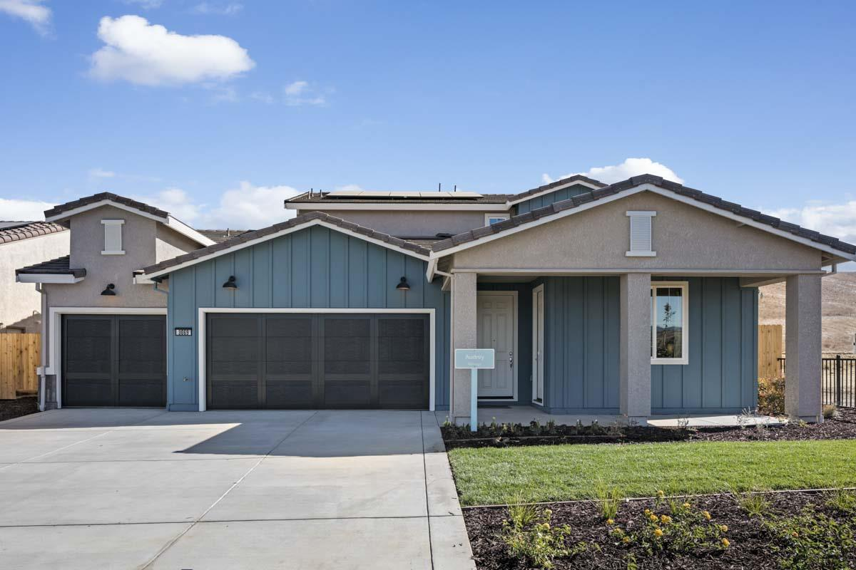 Detail Gallery Image 1 of 1 For 3069 Palomino Way, Hollister,  CA 95023 - 5 Beds | 3/1 Baths