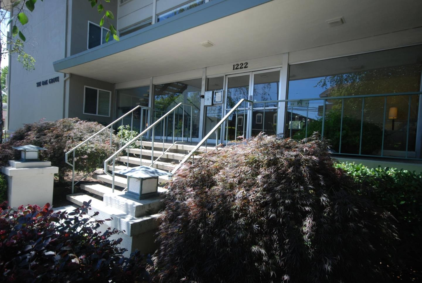 Detail Gallery Image 1 of 1 For 1222 Oak Grove Ave #202,  Burlingame,  CA 94010 - 1 Beds | 1 Baths