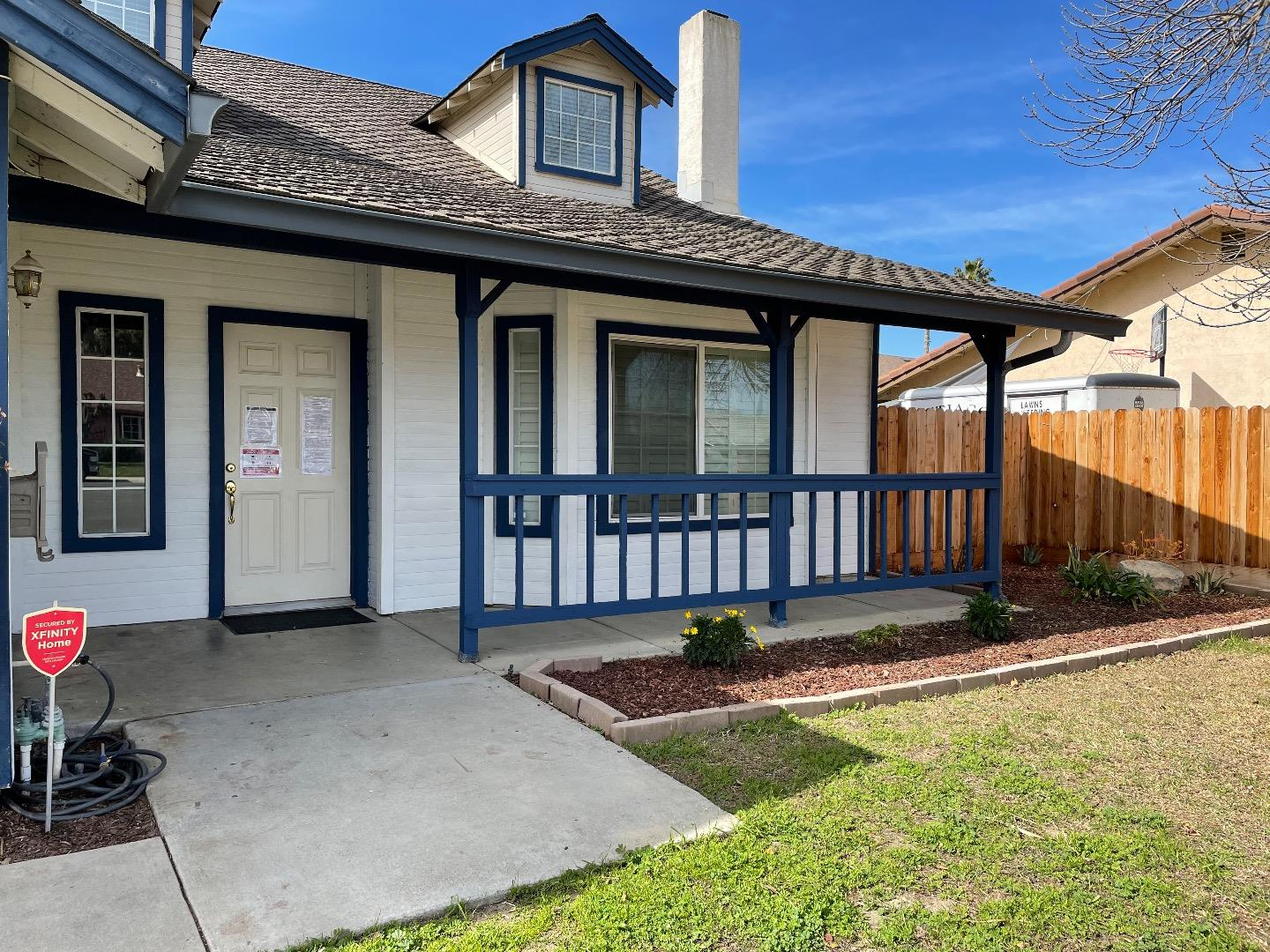 Detail Gallery Image 1 of 19 For 413 Oakwood Ct, Los Banos,  CA 93635 - 4 Beds | 2/1 Baths
