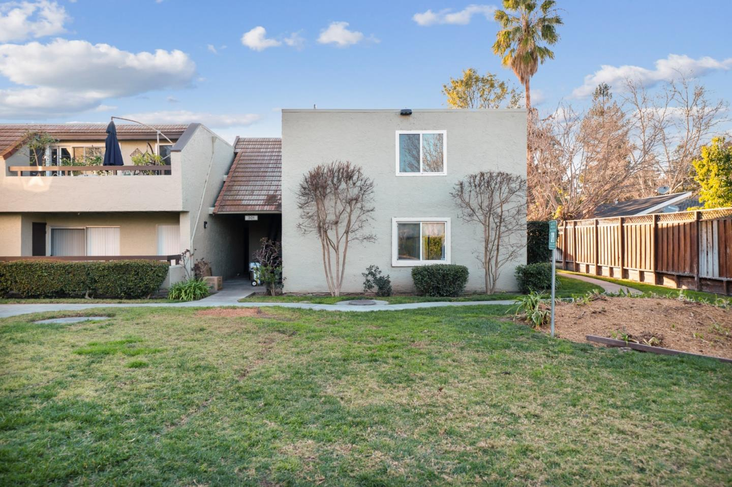 Detail Gallery Image 1 of 1 For 301 Tradewinds Dr #7,  San Jose,  CA 95123 - 3 Beds | 2 Baths