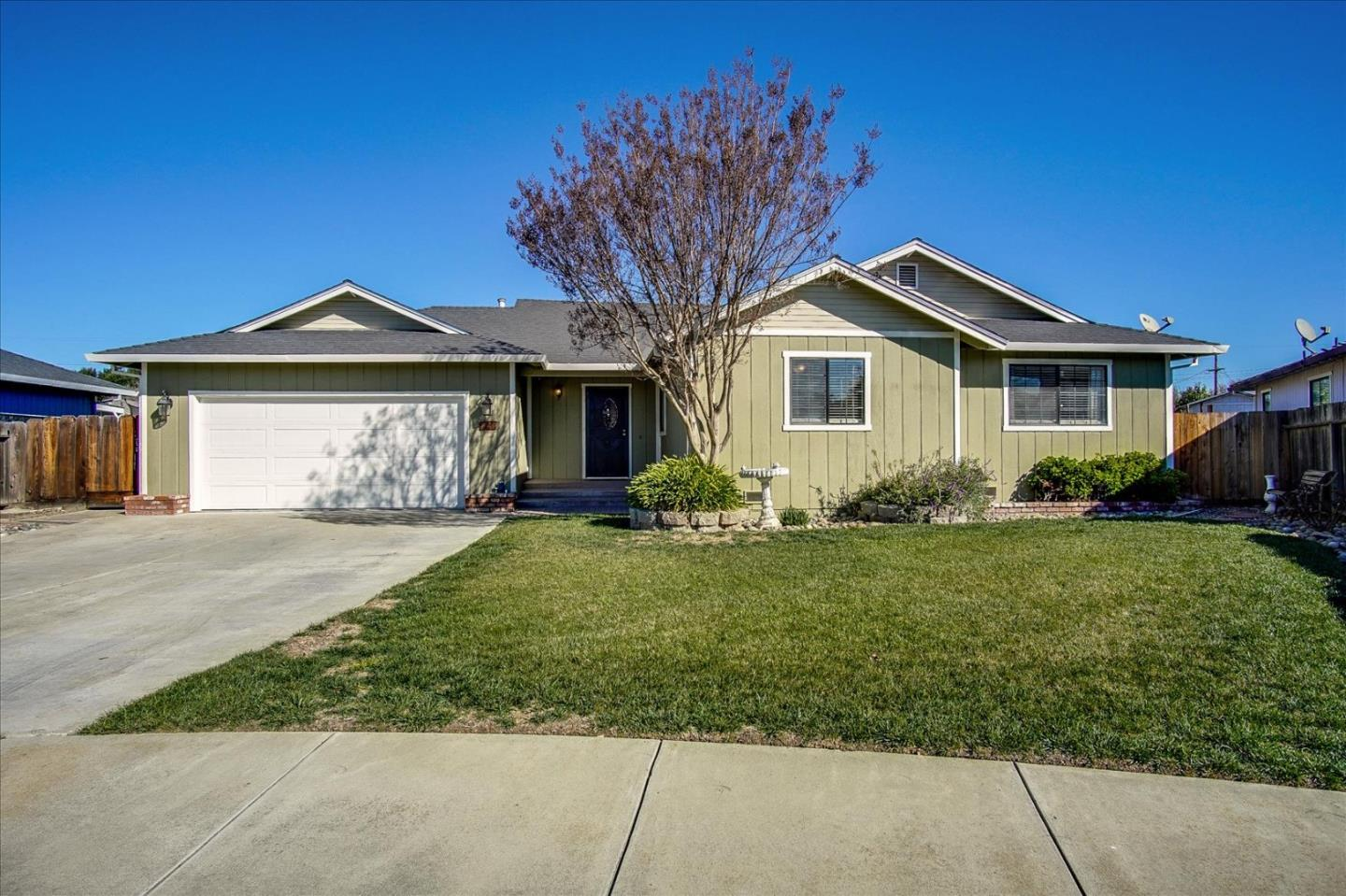 Detail Gallery Image 1 of 1 For 620 Neil Dr, Hollister,  CA 95023 - 3 Beds | 2 Baths