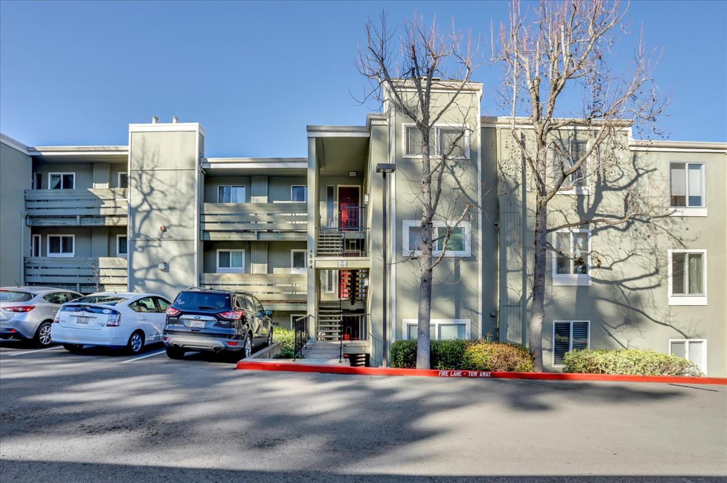 Detail Gallery Image 1 of 46 For 4004 Farm Hill Blvd #305,  Redwood City,  CA 94061 - 3 Beds   2 Baths