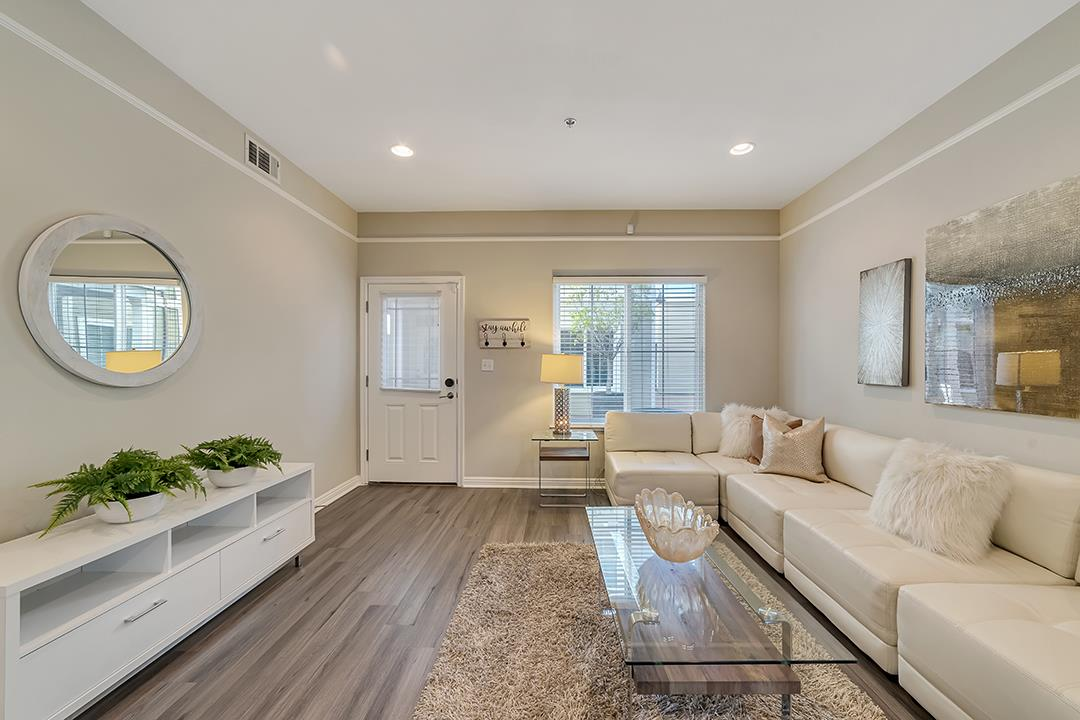Detail Gallery Image 1 of 41 For 80 E Virginia St #1,  San Jose,  CA 95112 - 3 Beds | 2/1 Baths