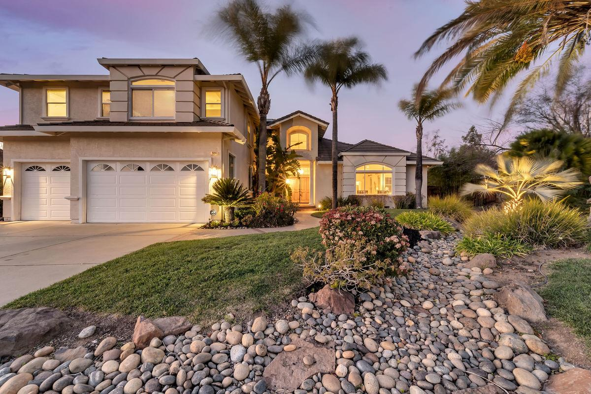 Detail Gallery Image 1 of 1 For 3694 Meadowlands Ln, San Jose,  CA 95135 - 5 Beds | 4 Baths