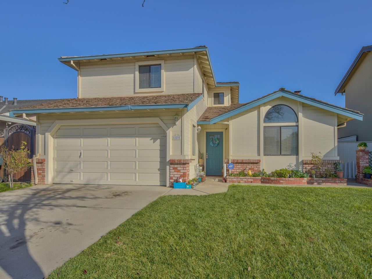 Detail Gallery Image 1 of 32 For 209 Massolo Ct, Salinas,  CA 93907 - 3 Beds   3 Baths