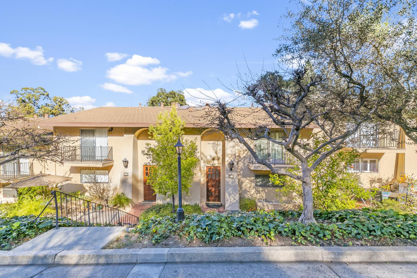 Detail Gallery Image 1 of 1 For 18400 Overlook Rd #33,  Los Gatos,  CA 95030 - 3 Beds   2/1 Baths