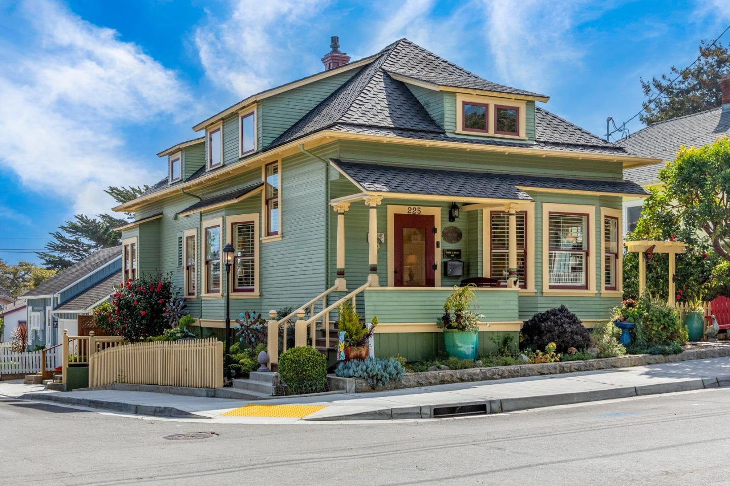 Detail Gallery Image 1 of 1 For 225 Lobos Ave, Pacific Grove,  CA 93950 - 4 Beds | 2 Baths