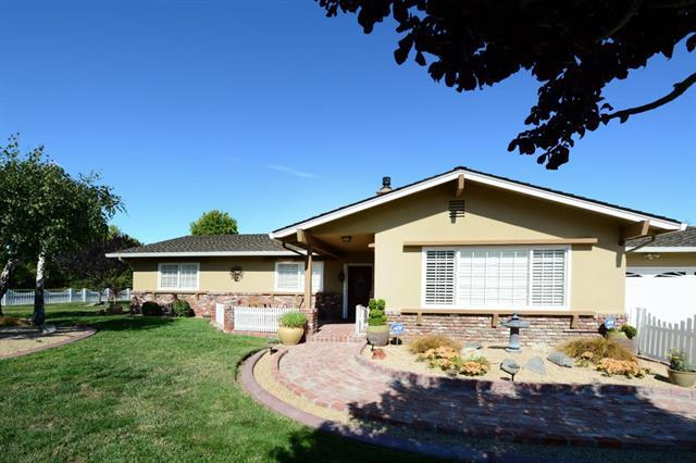 Detail Gallery Image 1 of 1 For 20140 Portola Dr, Salinas,  CA 93908 - 3 Beds | 2 Baths