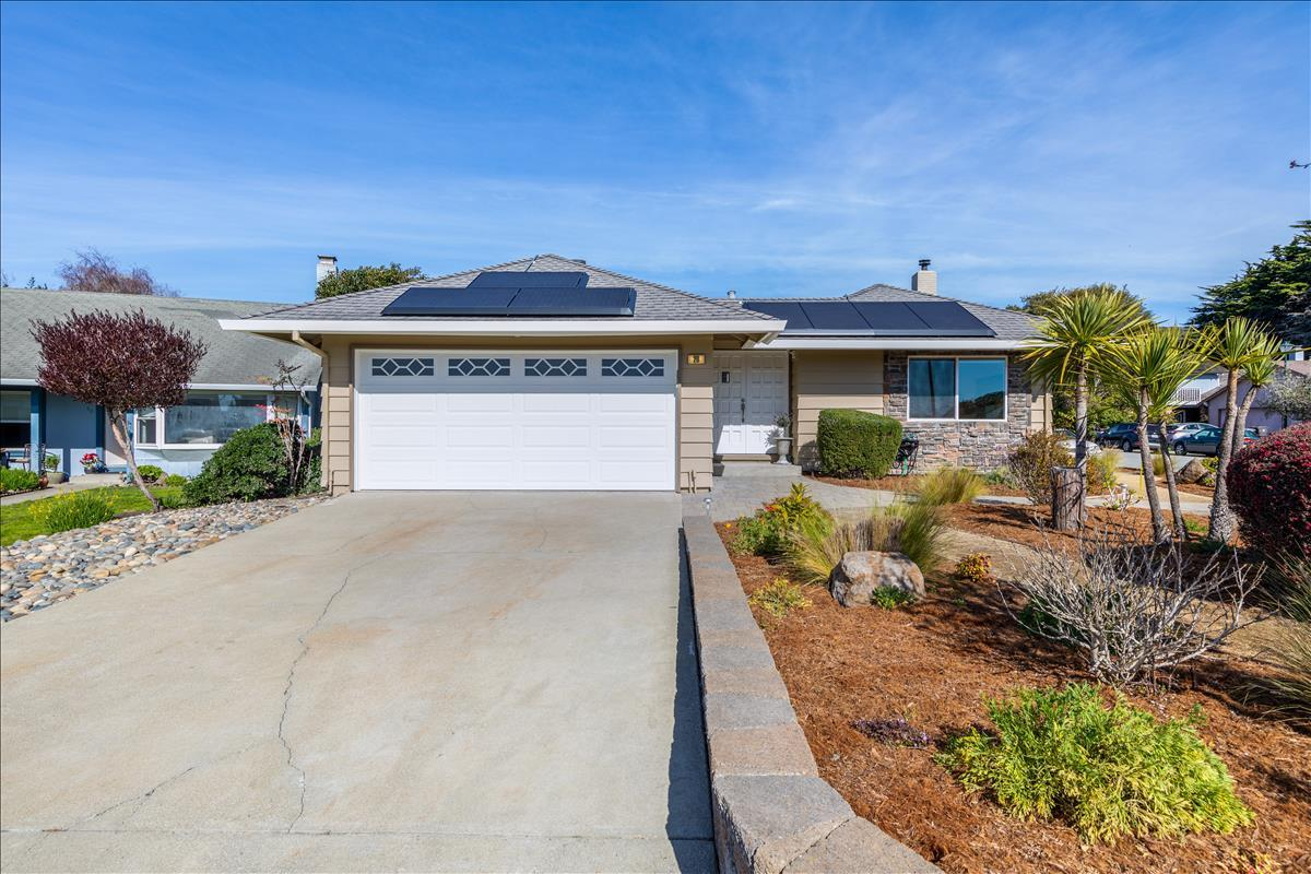 Detail Gallery Image 1 of 1 For 20 Sunrise Ct, Half Moon Bay,  CA 94019 - 3 Beds | 2 Baths