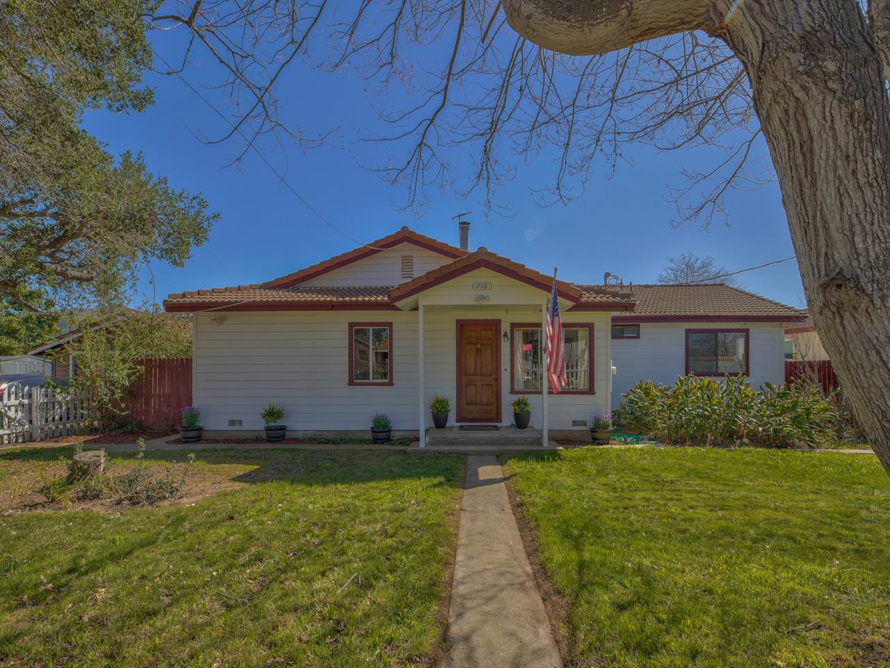 Detail Gallery Image 1 of 83 For 718 Middlefield Rd, Salinas,  CA 93906 - 3 Beds | 2 Baths