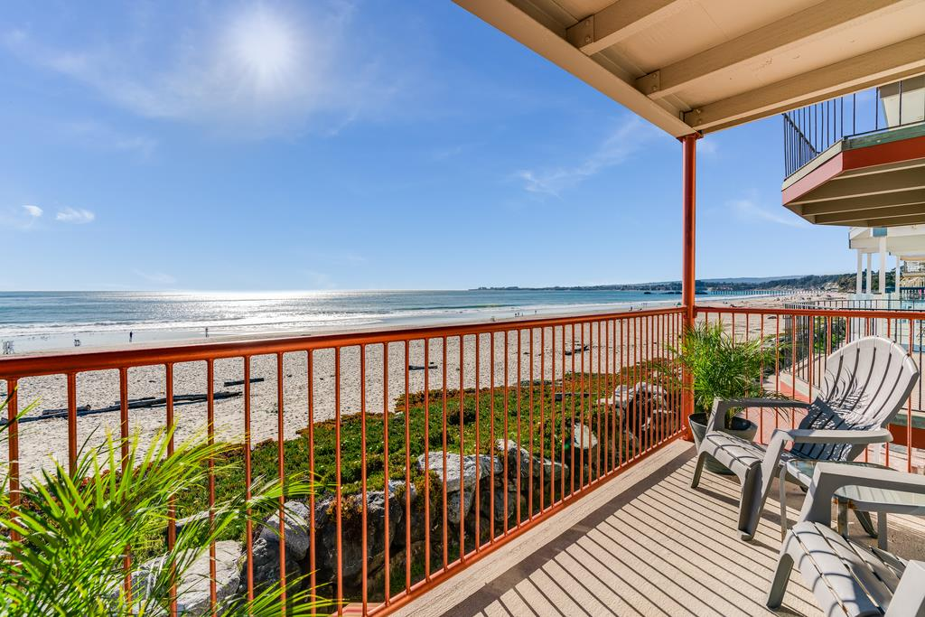 Detail Gallery Image 1 of 20 For 278 Beach Dr, Aptos,  CA 95003 - 4 Beds | 2/1 Baths