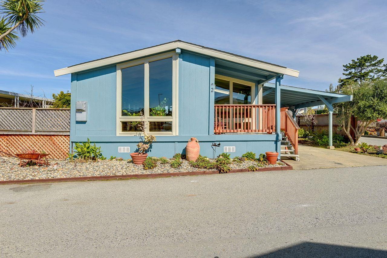 Detail Gallery Image 1 of 42 For 2 Oceanview Ave #2,  Half Moon Bay,  CA 94019 - 3 Beds | 2 Baths