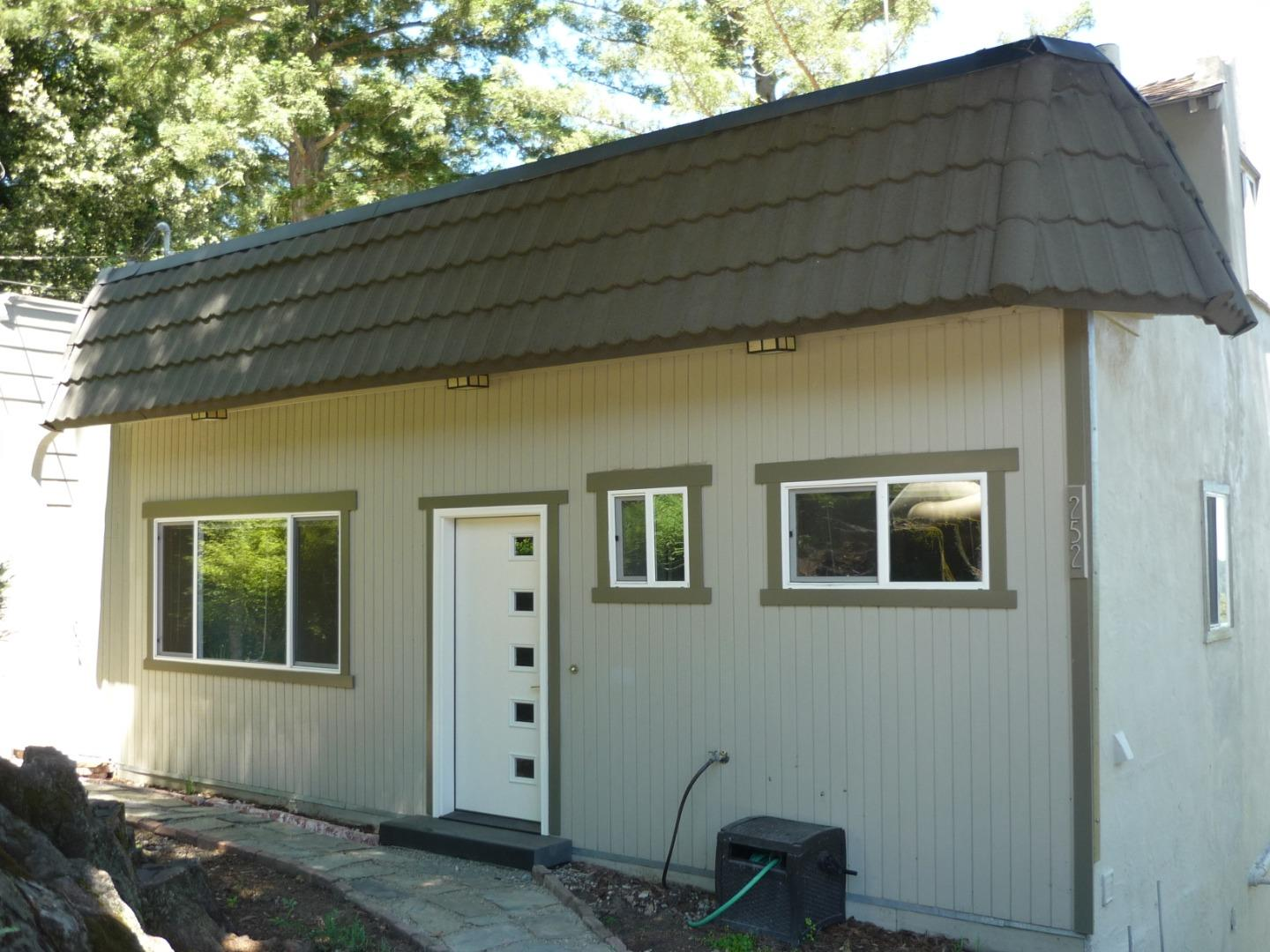 Detail Gallery Image 1 of 12 For 252 Swett Road, Woodside,  CA 94062 - 3 Beds   2 Baths