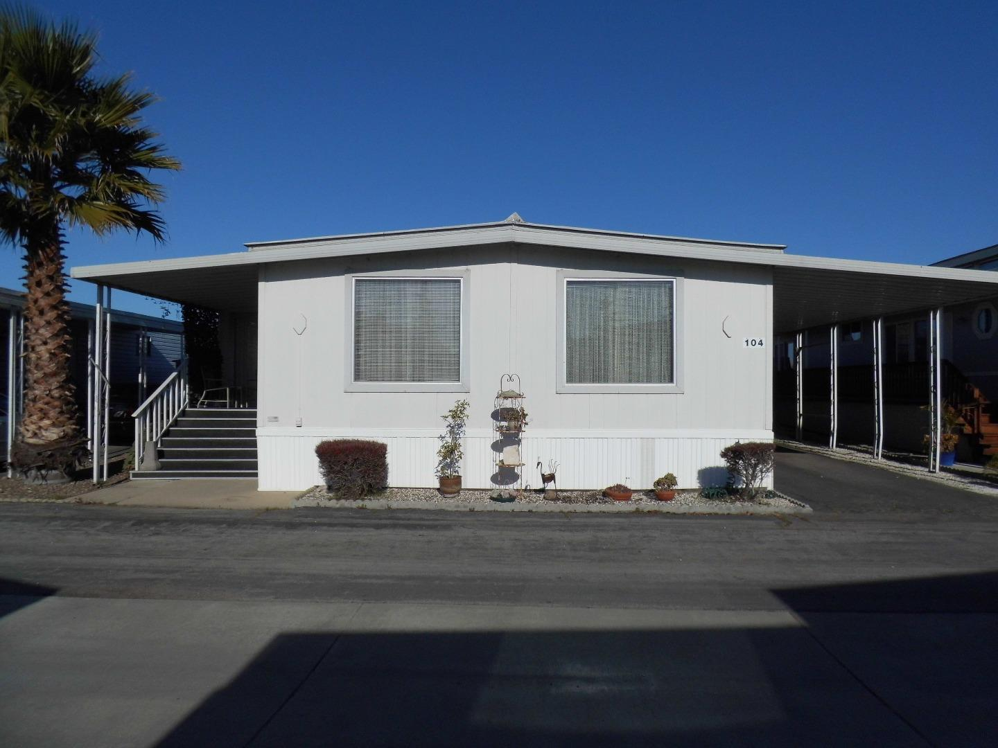 Detail Gallery Image 1 of 16 For 150 Kern St #104,  Salinas,  CA 93905 - 2 Beds | 2 Baths
