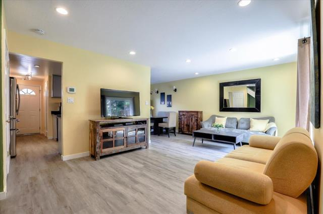 Detail Gallery Image 1 of 28 For 5028 Pine Tree Ter, Campbell,  CA 95008 - 3 Beds | 1/1 Baths