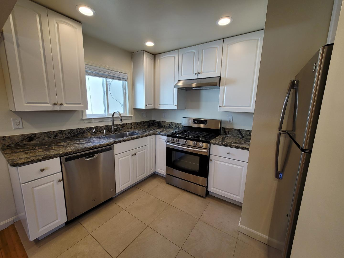 Detail Gallery Image 1 of 1 For 10216 Park Circle East #2,  Cupertino,  CA 95014 - 2 Beds   1 Baths